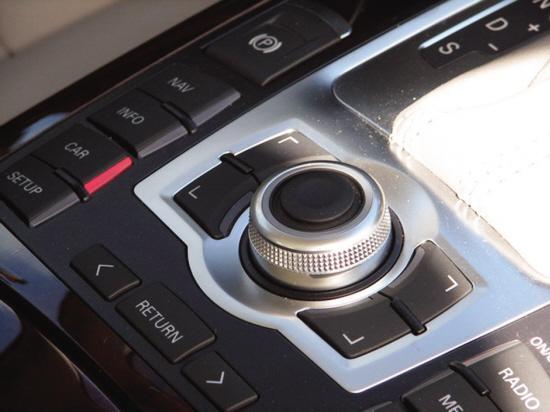 新奥迪A6L精致的MMI旋钮