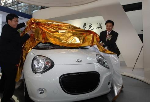 吉利汽车副总裁赵福全、刘金良为熊猫揭幕