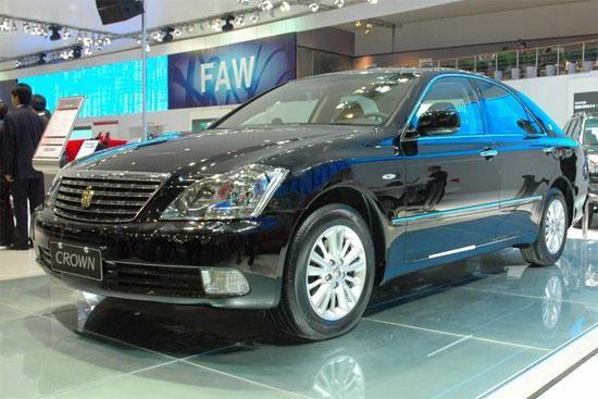 一汽丰田皇冠推出特别纪念版售价35.2万元