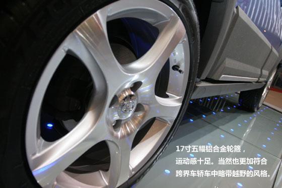 使用了宽胎,还有五幅铝合金轮圈