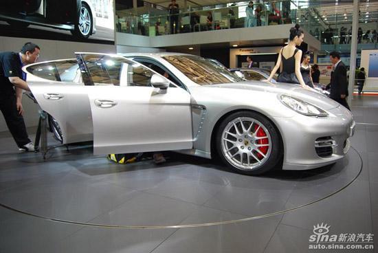 此次在上海国际车展首发的保时捷Panamera则是保时捷对于四门轿跑车的尝试