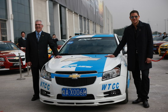 《越狱》米勒率雪佛兰科鲁兹WTCC赛车逛羊城