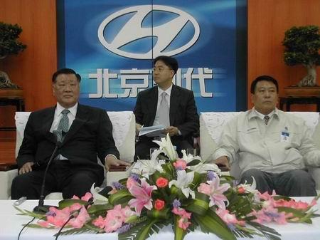 组图:在北京飚车的感觉真好--郑梦九答记者问