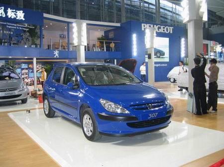 7日在武汉神龙汽车有限公司扩建厂址举行奠基仪式,这标志着神龙汽高清图片