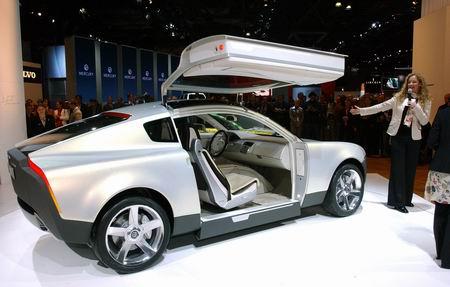 车展现场:2005款VolvoYCC概念车(图)
