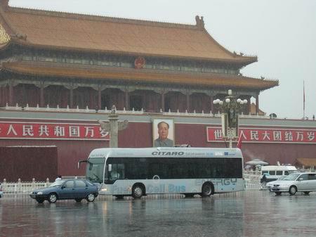 戴 克燃料电池公共汽车将于明年穿梭于北京高清图片