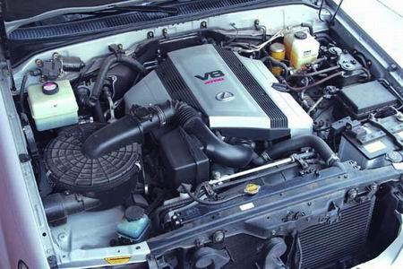 款LX470 V8发动机增加了VVT-i可变正时系统.此款发动机强调了低速