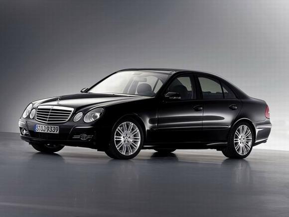 国产新奔驰E级轿车上市售52.5万-74.8万(图)