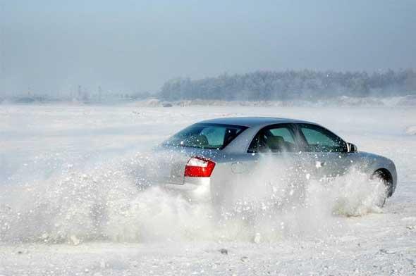 雪天行车八大注意低速行车保安全