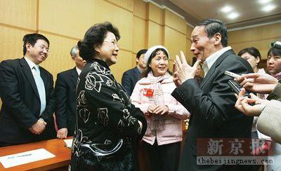 北京市长王岐山表示控制小汽车只能慢慢来