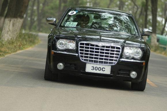 克莱斯勒300C买得起用得起的豪华车