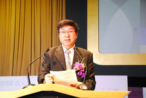 奇瑞董事长尹同跃:汽车发展到今天是往两头走