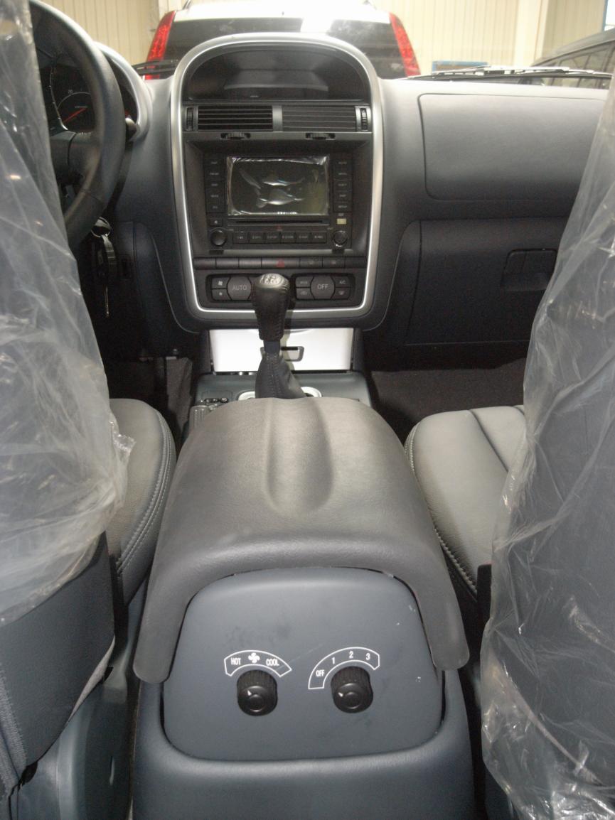 猎豹CS6作为国内首推的都市纯正SUV,在整车设计上,采用了V系列平台,主控式全驱系统,采用了德国博世高压共轨发动机,外观和内饰则均由意大利宾利法尼纳公司主持设计。同时猎豹CS6还应用了伊顿锁止式差速器及电动分动器、米其林为其量身打造的新型绿色环保轮胎。猎豹CS6是在共享全球资源基础上设计的新型纯正都市SUV,从技术和配置上,为中国SUV树立了一个新标杆。