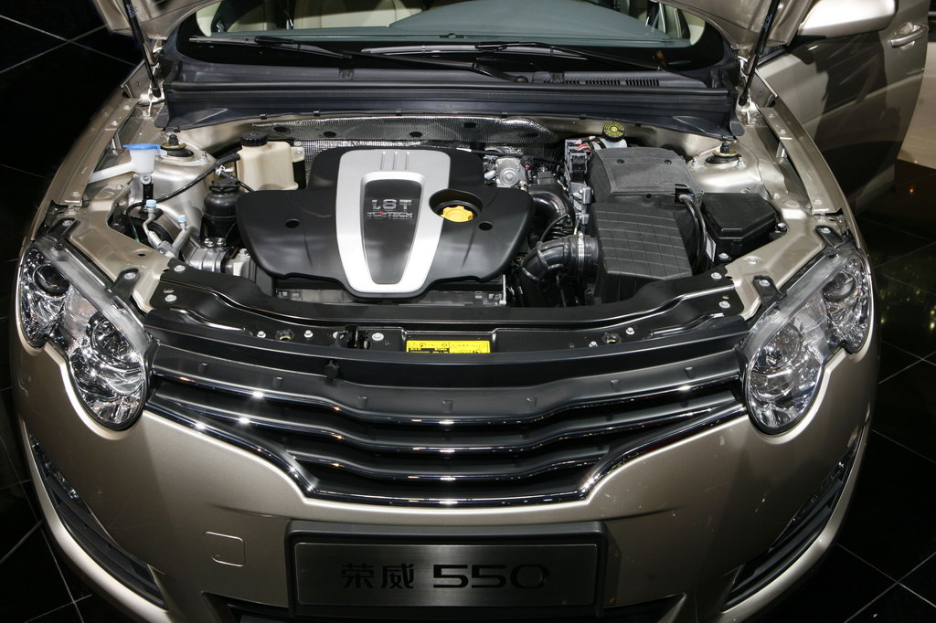 图为荣威550发动机