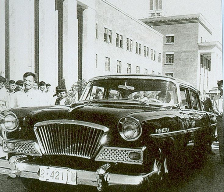 一汽生产的高级红旗轿车高清图片