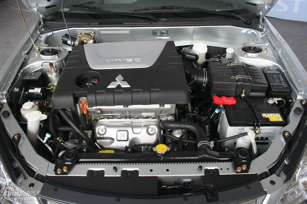 东南汽车V3菱悦下线 发动机高清图片