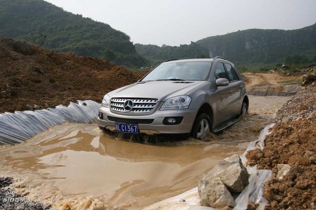 奔驰ML350涉水