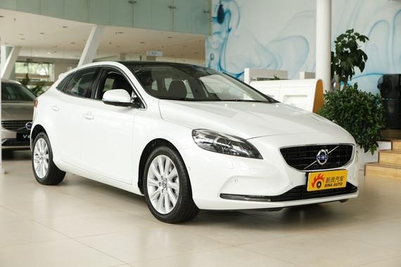 北京沃尔沃V40最高直降4.5万 现车销售