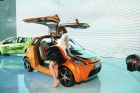2010年北京国际车展将于4月23日至5月2日在位于北京顺义天竺工业园区的中国国际展览中心隆重举行(零部件展位于中国国际展览中心旧馆)。作为国内著名的车坛盛会之一,本次展会将有89款全球车首发,并且将有95台新能源车现场展示,成为车展新的亮点,总参展车数多达990台。 图中所示为:吉利全球鹰IG