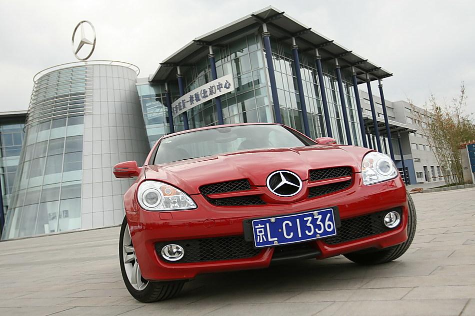 梅赛德斯-奔驰SLK200外观图片