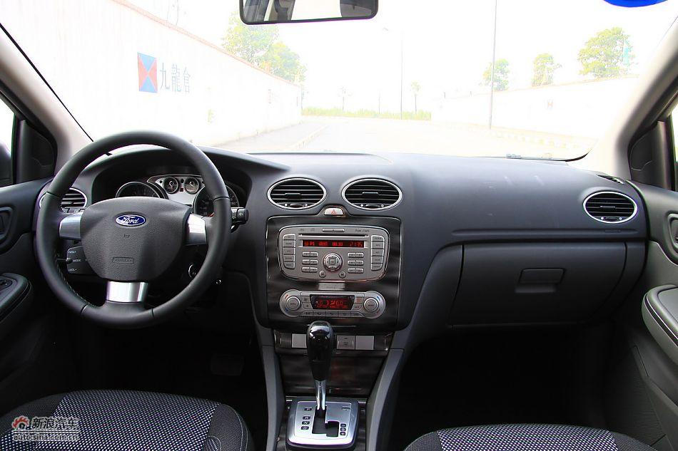 2011款福克斯两厢2.0自动运动型内饰