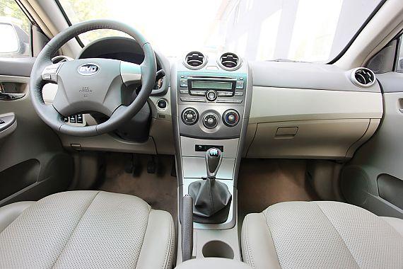 比亚迪G3手动豪雅型GLX-i内饰图片