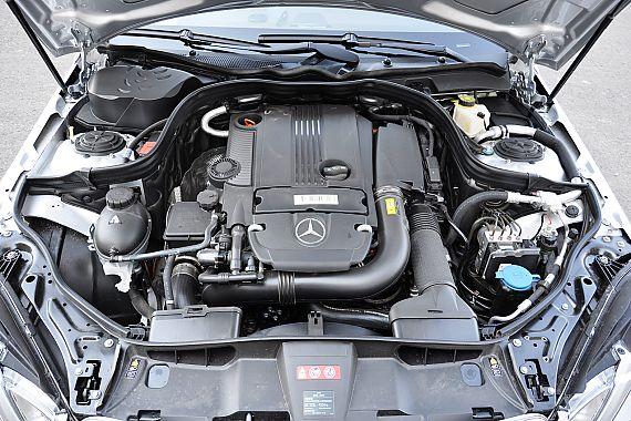 2011款奔驰E200 CGI优雅型发动机