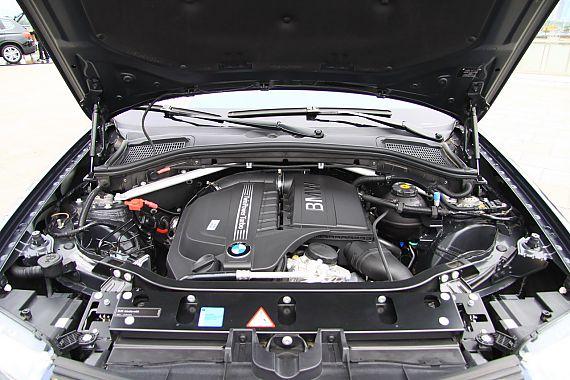 图为全新宝马X3发动机