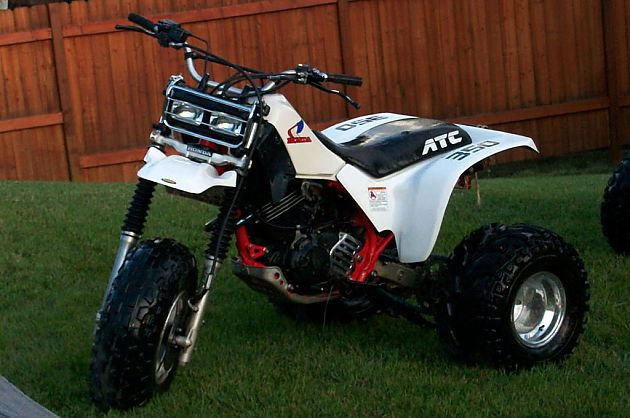 ATV也就是全地形车辆-All terrain vehicle,也常被成为quad、quad bike、three-wheeler或者是four-wheeler,它由美国国家标准委员会(ANSI)定义,是一种采用低胎压轮胎、单座座椅、通过手把跨坐骑乘驾驶的车辆。如其名称所意,它能比其他车辆适应绝大多数地形。在世界上的不同国家和地区,全地形车有的是可以合法上路的。