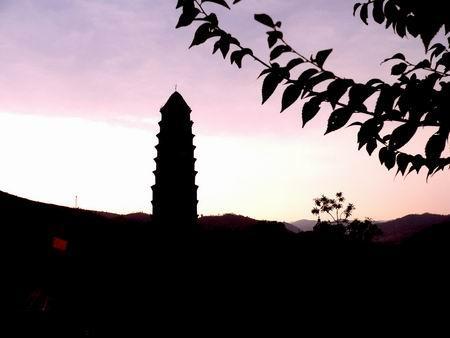 夕阳宝塔山