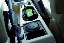 iPod和MP3播放器使用的辅助音频连接设备使用方便。