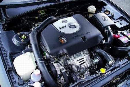 带涡轮增压器的1.8升发动机是全车最大的亮点,这是第一款自主研发的汽油增压发动机