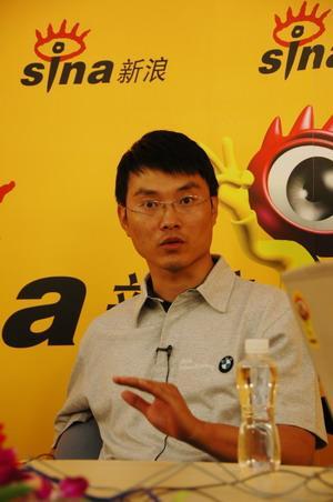 图为《车》杂志主编王平胜在访谈中