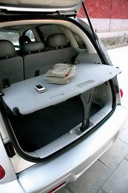 拆卸下的座椅可以放在车外单独使用,只不过座椅的质量确实不轻,拆卸和安装时需要有把力气