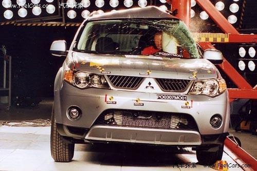 发生碰撞时,侧气囊可以起到缓冲的作用,避免碰撞给车内成员带来伤害。