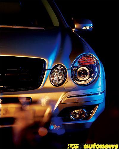 奔驰E230前大灯图片