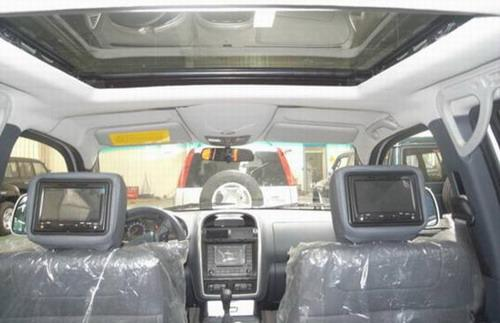 猎豹CS6前排座椅头枕后的液晶显示屏