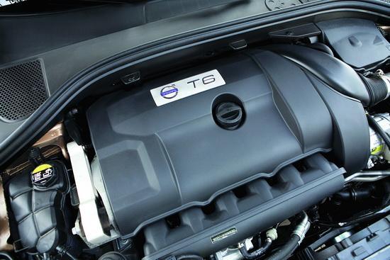 采用双涡管设计的3.0T发动机动力强劲,让XC60可以轻松应对各种路况