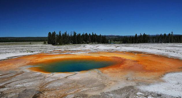 颜色随季节而改变:大棱镜温泉