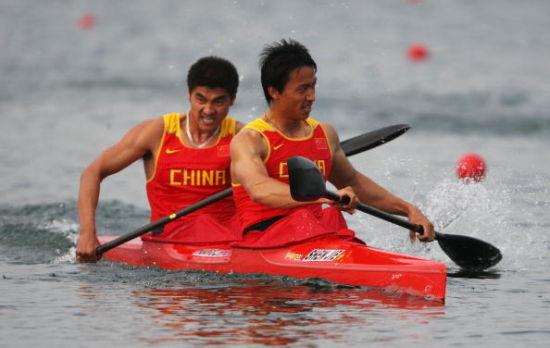 水上运动精彩纷呈从独木舟到皮划艇海上摩托艇驾驶技巧图片