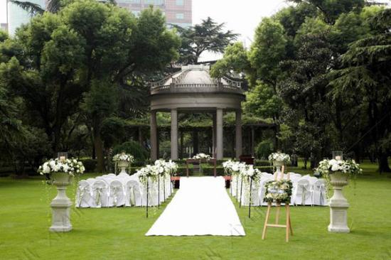 巴洛克风格的草坪婚礼