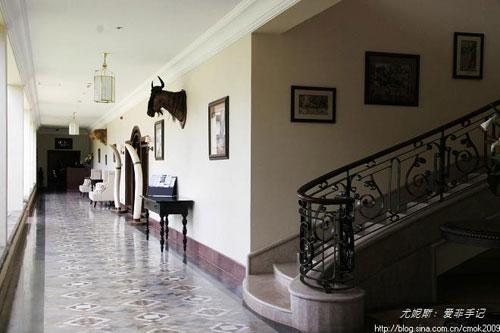 手绘楼梯长廊墙画