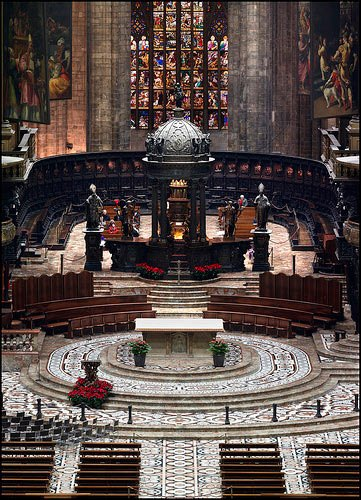 1500年完成拱顶,并于1577年完成了初步的建筑,开始供信奉天主教人士参拜