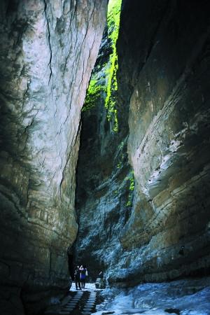 """百里峡是特殊地貌""""构造-冲蚀嶂谷""""的代表,也是我国目前最大的嶂谷地貌。"""