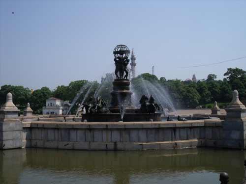 美丽的喷泉,是最吸引人们尤其是小孩们的地方。