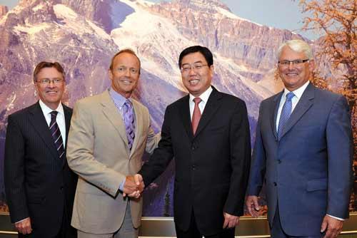 加拿大哈珀政府与中国国家旅游局副局长杜江合影