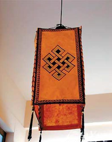 纸灯笼的制作工艺比较简单