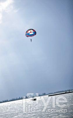 去沙湖上空飞翔吧。