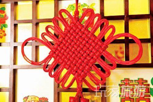 中国结,它身上所显示的情致与智慧正是中华古老文明中的一个侧面.