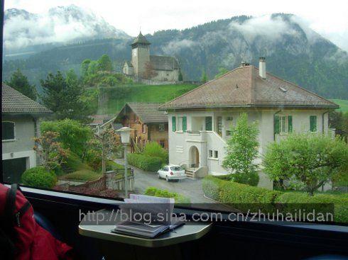 火车窗外的风景手绘